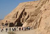 Сразу два храма — большой и маленький (справа)