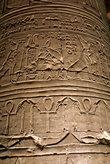 Иероглифы на колонне