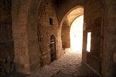 Вход в форт через оборонительную башню