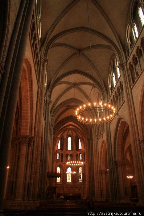 интерьер Кафедрального собора Святого Петра