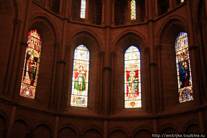 витражи в Кафедральном соборе Святого Петра