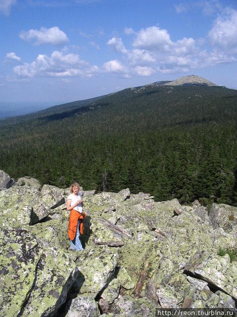 ... и посмотреть на вот такие прекрасные виды. На горизонте — гора Круглица Златоуст, Россия