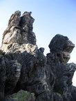 Скалы на вершине Откликного гребня принимают самую причудливую форму