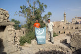 Участники кругосветки на руинах форта