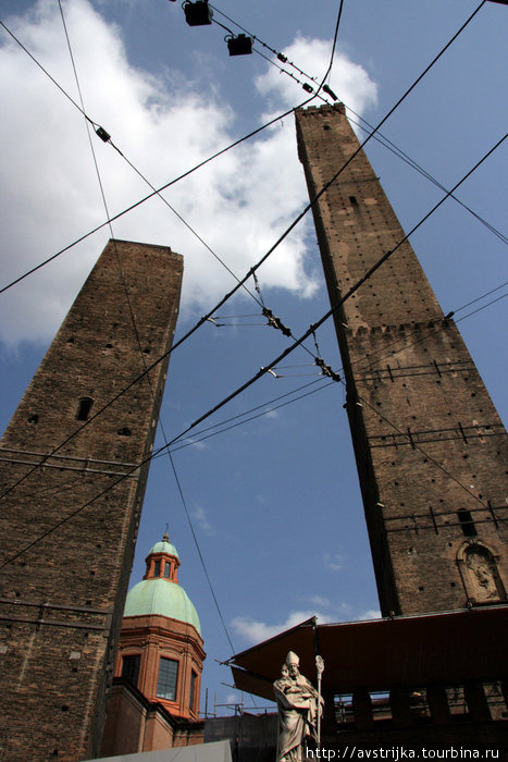 башни Азинелли и Гаризенда