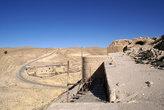 Дорога и руины замка Монт Реалис