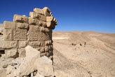 Угловая башня с арабской надписью