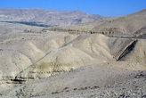 Дорога из Эш-Шобака в Эль-Карак проходит большей частью по пустыне и горам