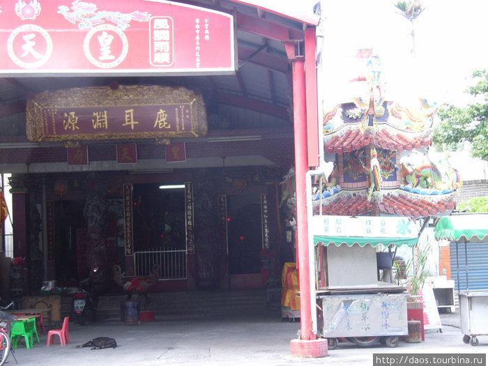 Ещё гараж с даосским храмом
