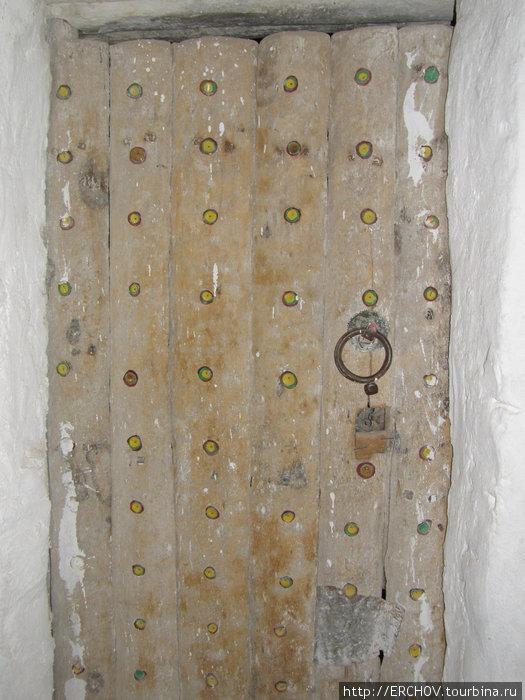 Дверь в жилище человека совершившего хадж.
