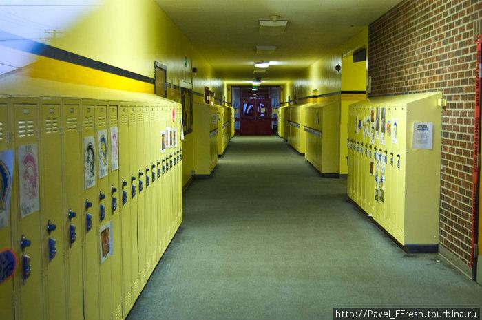 Интерьер американской школы. Той самой где якобы водятся упыри.