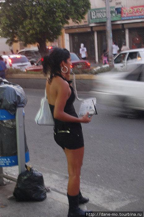 В приграничном венесуэльском городе Сан Антонио дель Тачира можно  позвонить вот таким элегантным способом=)