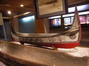Выставка аборигенского быта в культурном центре Хакка
