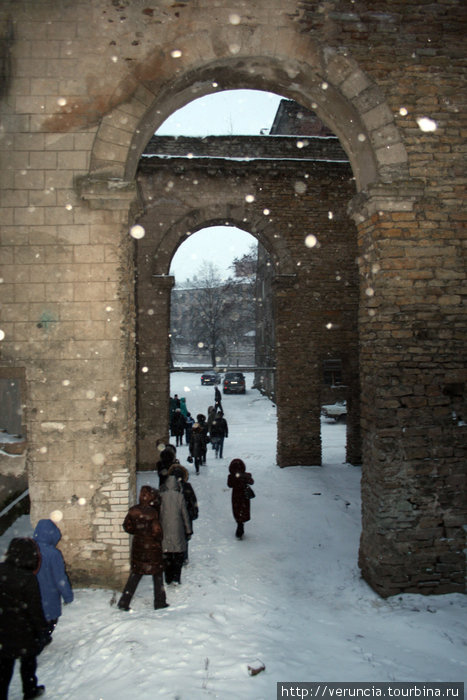 Проходные дворы с арками в Парусинке