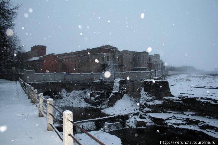 Заброшенные фабрики, на этом месте были водопады