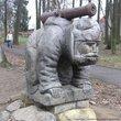 Вот, например, сие творение украшает вход в городской парк. Пушечка у него направлена, ни много ни мало, в точности на Ленинградское шоссе. На кого, спрашивается, дядя нападать собрался? Да и кто это? :))