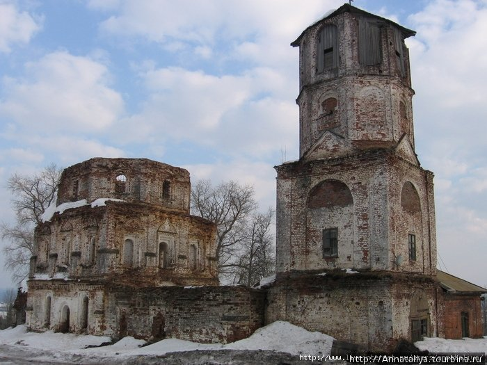 Главный монастырский храм и колокольня