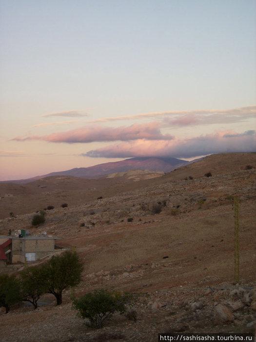 Но даже в промышленных городах Ливана горы невероятно живописны!!
