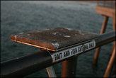 Пирс оборудован по полной для рыбалки — это специальный столик, чтоб резать наживку