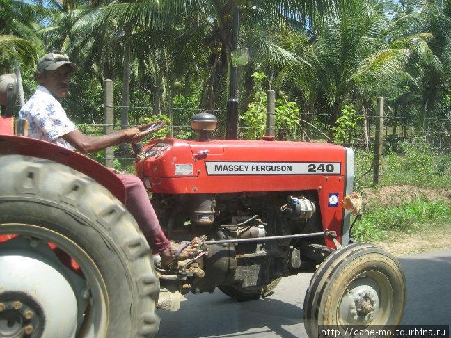 Запомнились тракторы с зеркалом заднего вида, прикрепленные к выхлопной трубе