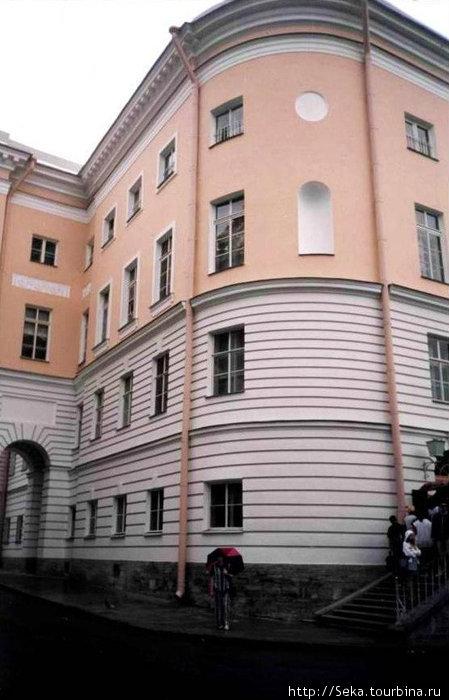 Здание музея (фото отсканировано)