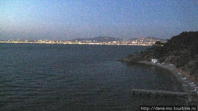 С острова видна азиатская часть Стамбула