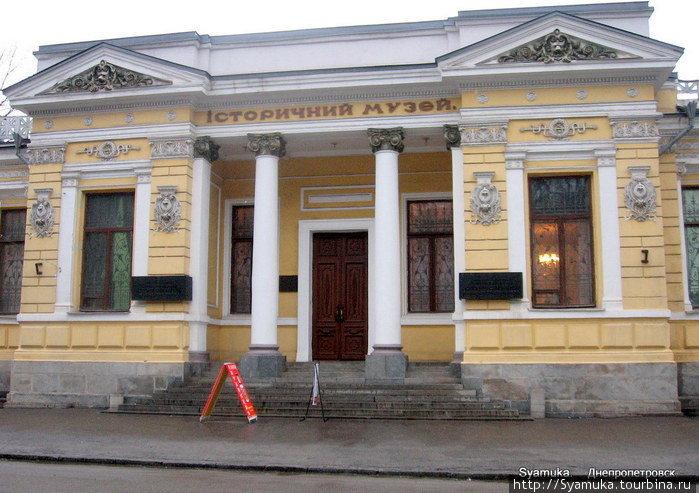 В Днепропетровске наше внимание привлек Исторический музей им. Д. И. Яворницкого. И, как оказалось — интереснейший музей!