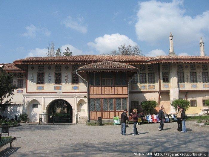 Вход в Ханский Дворец.