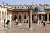 Во дворе мечети Омейядов
