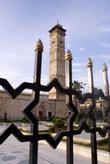 Мечеть Омейядов за решеткой забора