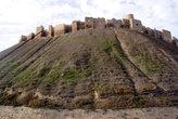 Крепость на вершине холма