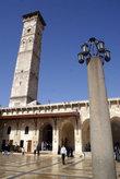 Фонарь на каменном столбе и квадратный минарет — в мечети Омейядов