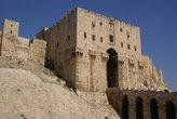 Надвратная башня крепости в Алеппо