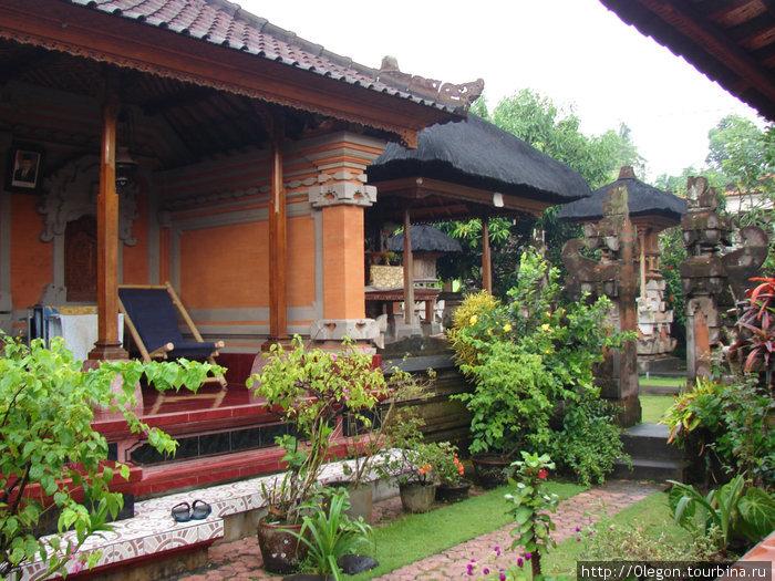 Внутрений двор и бунгало