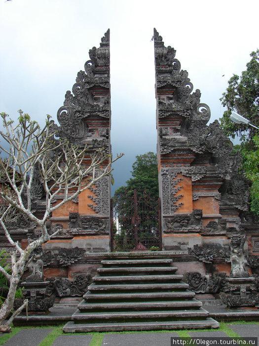 Ворота в храм