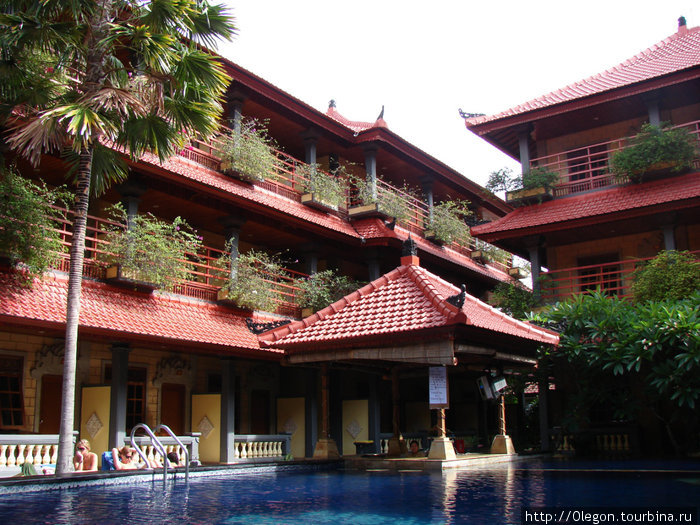 Двор отеля