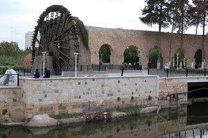 Канал и нория, в центре Хамы