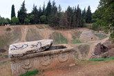 Пустая гробница на территории крепости