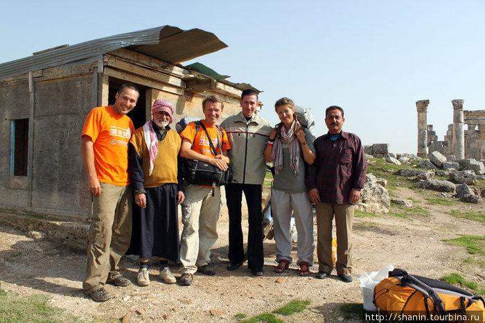 Фото на прощание — расстаемся с гостеприимными охранниками Афамии.