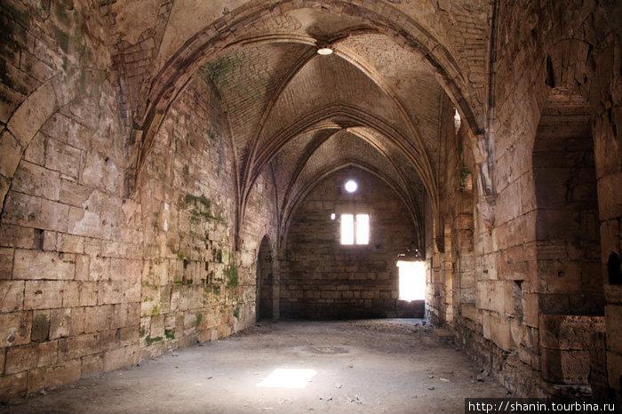 Конюшня в замке Крак де Шевалье