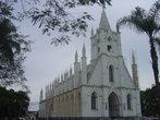 косметический ремонт церкви на площади Santa Teresinha