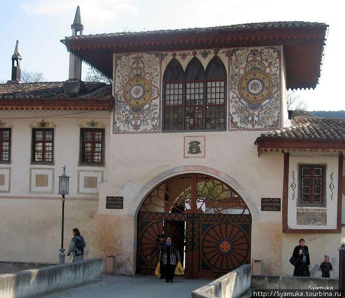 Ворота Ханского Дворца.