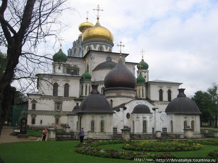 Воскресенский Новоиерусалимский мужской монастырь Снегири, Россия