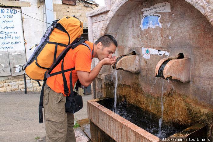 Питьевая вода у церкви Святого Саба в Бшари