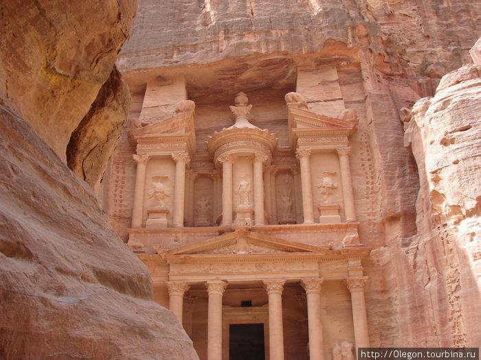 Центральный храм Петры