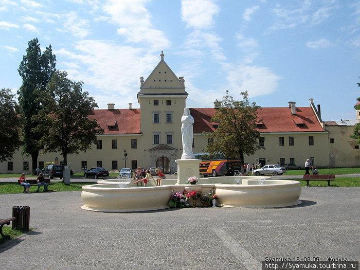 От этого замка Станислав Жолкевский выступил в 1610 году на Москву...