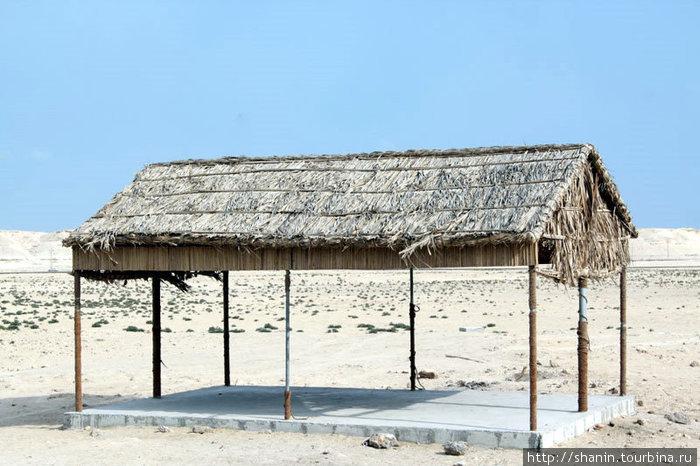 Сарай возле дерева жизни Южная мухафаза, Бахрейн