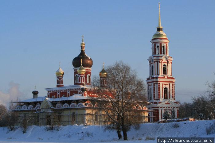 Нарядная Воскресенская церковь.