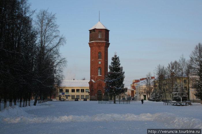 Площадь с башней.