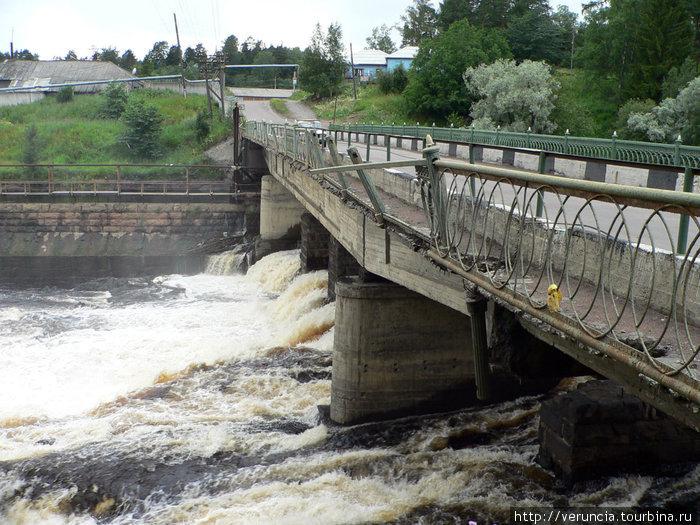 Плотина на реке по дороге в Сортавалу